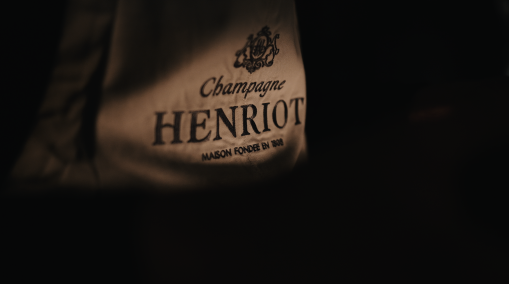 I have been invited as one of only 3 Champagne critics to celebrate HENRIOT MEMORIES with the cellar master Alice Tétienne, Gilles de Larouzière Henriot (CEO of Maison & Domaines Henriot) & Richard Moreau (CEO of Champagne Henriot). On the morning of the 29th of June we met up at the humble but stylish estate of 'Les Aulnois' in Pierry. I just love how the people of in Champagne has that special touch how to blend historical buildings & put a certain modern touch to it.